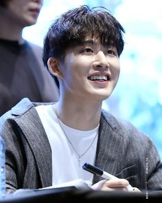 I really love seeing his smiles omfg I can't even breath Kim Hanbin Ikon, Chanwoo Ikon, Ikon Kpop, K Pop, Bobby, Ikon Leader, Ikon Debut, Ikon Wallpaper, Fandom