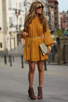 Oversized dress, cute belt, chunky heels = ♥
