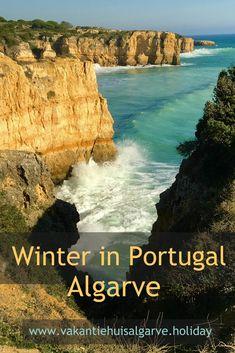 Als je in de Algarve ´s morgens wakker wordt , schijnt de zon, is de lucht blauw en is het rond de 15C. In de loop van de morgen loopt de temperatuur op naar een behaaglijke 18-20C, de zon schijnt nog steeds en de lucht blijft blauw. Tegen het eind van de middag zakt de temperatuur weer en na zonsondergang is het fris buiten en zet je binnen gezellig de verwarming aan. Dit is hoe een gemiddelde dag in de winter er in de Algarve uitziet. Het is eigenlijk gewoon lente. Algarve, Portugal, Most Beautiful, Beautiful Places, Countries To Visit, All Over The World, Travel Inspiration, Explore, Country