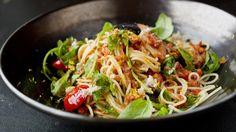 Pasta med krabbe: Krabbespagetti med tomat og hvitløk