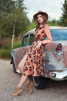Ekskluzywne sukienki - Lily Was Here by Liliana Kupidura Covered Buttons, Timeless Fashion, Lily, Hat, Sewing, My Style, Unique, Skirts, Pattern