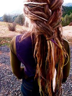 Love the messiness and craziness or these dreads. The colors are perfect, and the size of these dreads are nice and thin but varying. Nice tapering at the bottom. Feathered Hairstyles, Boho Hairstyles, Pretty Hairstyles, Estilo Folk, Mundo Hippie, Hippie Hair, Hippie Dreads, Gypsy Hair, Bohemian Hair