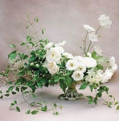 Wedding Flowers White And Green Centerpieces Floral Design 58 Super Ideas White Wedding Bouquets, White Wedding Flowers, Flower Bouquet Wedding, White Flowers, Floral Wedding, Beautiful Flowers, Trendy Wedding, Green Wedding, Wedding White