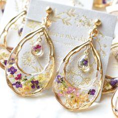 """ハンドメイド♡Have a nice day.Ryoko on Instagram: """"毎日沢山のお問い合わせありがとうございます🙈こちらのデザインの再販はGW明けに予定しております☺️大阪ルクアイーレの手作市場様で5月1日から数量限定で販売予定です♡゚ .*♡*. ゚ . こちらのデザインはzakkaya.mpさんにも納品しています🥰🍀 . 福井のhacoさん…"""" Cute Jewelry, Jewelry Crafts, Handmade Accessories, Handmade Jewelry, Diy Resin Crafts, Resin Jewelry Making, Resin Charms, Polymer Clay Miniatures, Bijoux Diy"""