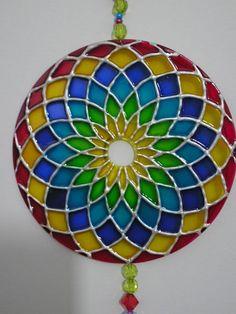 Risultati immagini per mandalas vitrales en cd Old Cd Crafts, Diy And Crafts, Arts And Crafts, Cd Diy, Recycled Cds, Recycled Crafts, Mandala Art, Mandala Design, Cd Recycling