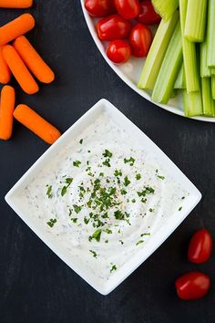 This Greek Yogurt Ranch Dip is a healthier take on classic ranch dressing. Healthy Meals For Two, Healthy Foods To Eat, Healthy Snacks, Healthy Eating, Healthy Recipes, Healthy Appetizers, Vegetarian Recipes, Sin Gluten, Greek Yogurt Ranch Dip