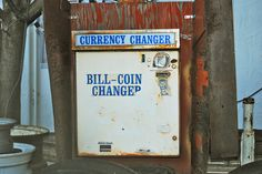 Currency Changer | par Curtis Gregory Perry