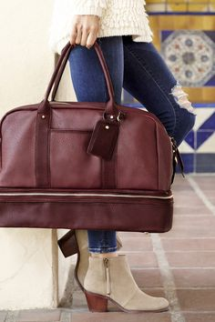 Stylish oxblood weekender bag with a bottom shoe compartment, perfect for upcoming fall & winter getaways. Perfect not just for travel, but also as a gym or hospital bag! Estilo Fashion, Look Fashion, Autumn Fashion, Womens Fashion, Sac Michael Kors, Do It Yourself Fashion, Travel Bags For Women, Women Bags, Laptop Tote