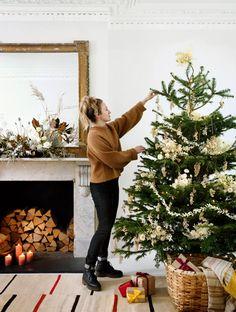 Christmas Flower Arrangements, Christmas Flowers, Green Christmas, Christmas Colors, Christmas Decorations, Christmas Cards, Merry Christmas, Holiday Decorating, Christmas Trees