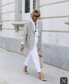 Best Fashion Tips For Women Over 60 - Fashion Trends Over 60 Fashion, Over 50 Womens Fashion, Fashion Tips For Women, Fashion Over 50, Cheap Fashion, Looks Chic, Casual Looks, Fashion Magazin, Fifty Not Frumpy