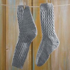 Neuleohje neulotut villasukat verkkosukat Crochet Socks, Knitting Socks, Knit Crochet, Wool Socks, Crochet Projects, Sewing Crafts, Diy And Crafts, Slippers, Crocheting