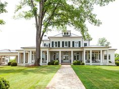 Style At Home, Black Window Frames, Black Frames, Window Sizes, Best Windows, House Windows, Southern Homes, Southern House Plans, Dream House Exterior