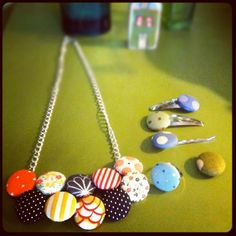 DIY Button Crafts : DIY fabric button necklace