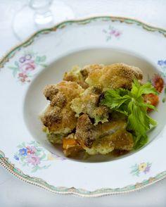 Grøntsagsgratin med broccoli, gulerod, blomkål og groft rugbrød  Nem og slankende gratin opskrift med broccoli, blomkål og gulerod.