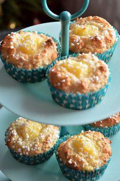 Hastbullar med vaniljkräm is part of Cupcake muffins - Swedish Recipes, Sweet Recipes, Brownie Recipes, Cookie Recipes, Yummy Treats, Yummy Food, Cream Cheese Recipes, Italian Desserts, Everyday Food