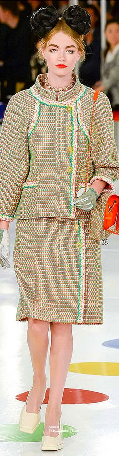 Chanel's Cruise Collection 2016 presented in Seou, South Korea. Chanel Cruise 2016, Chanel Resort, Chanel 2017, Fashion Show, Fashion Outfits, Fashion Design, Fashion 2016, Karl Lagerfeld, Coco Chanel Fashion