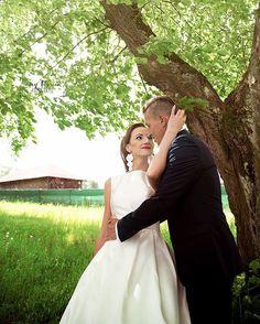 "Páči sa mi to: 40, komentáre: 1 – Amy Klusová - Fotografie 📷📷😊 (@amyklusova) na Instagrame: ""💏 #svadba #slovakia #laska #love #relationship #goals #married #forever #happy #svadba_uz…"" Amy, Wedding Dresses, Instagram, Fashion, Bride Dresses, Moda, Bridal Gowns, Fashion Styles, Weeding Dresses"