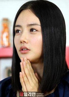 Actress Hwang Woo-seul-hye