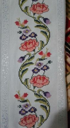1 million+ Stunning Free Images to Use Anywhere Beaded Cross Stitch, Cross Stitch Borders, Cross Stitch Flowers, Cross Stitch Designs, Cross Stitching, Cross Stitch Embroidery, Hand Embroidery, Cross Stitch Pattern Maker, Counted Cross Stitch Patterns