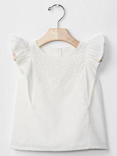Eyelet ruffle top   Gap  #jonaspauleyewear #jpespringbreak