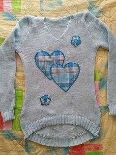 Buso en lana..azul claro con apliquez  en tela