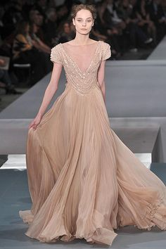 Google Image Result for http://images.nymag.com/fashion/fashionshows/2009/spring/main/europe/couturerunway/eliesaab/images/37.jpg