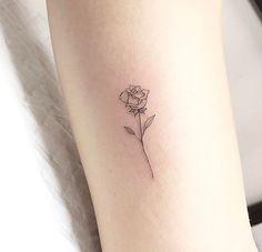 Tatouage tatoo rose – tattoos for women meaningful Tiny Rose Tattoos, White Rose Tattoos, Tiny Tattoos For Girls, Dainty Tattoos, Tattoos For Women Small, Tattoos For Guys, Smal Tattoo, Botanisches Tattoo, Rose Tattoo Forearm