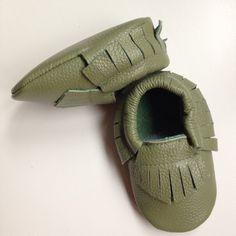 mocassins frangés bébé cuir kaki