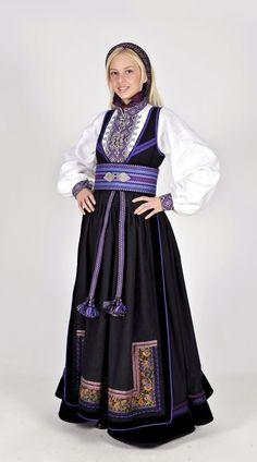 Norwegian folk dress from region of Telemark Cheongsam, Hanfu, Norwegian Clothing, Scandinavian Fashion, Tribal Dress, Wedding Costumes, Folk Costume, Festival Wear, Ao Dai