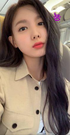 nayeon looks so beautiful Cute Korean Girl, South Korean Girls, Korean Girl Groups, My Girl, Cool Girl, Twice Korean, Sana Minatozaki, Nayeon Twice, Im Nayeon