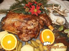 Recept za Jagnjeći but sa začinima. Za spremanje ovog jela neophodno je pripremiti jagnjeći but, ulje, crno vino, luk, senf, lovor, so, biber, tucanu papriku.