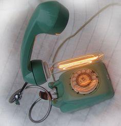 Geen rode maar een goedgezinde telefoon. Landline Phone, Crane Car