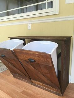 Reclaimed wood Trash / Recycling bin. Follow on Facebook: KraigsDIYCreations