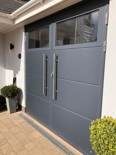 Garage doors with a personal touch Custom made garage doors: side hinged, sectio… - saving. Side Hinged Garage Doors, Sliding Garage Doors, Diy Garage Door, Garage Door Styles, Glass Garage Door, Garage Door Makeover, Garage Renovation, Garage Door Design, Garage Remodel