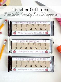 Teacher Appreciation gift - Free printable candy bar wrappers for back to school teach gift giving Easy Teacher Gifts, Teacher Treats, Teacher Thank You, School Treats, Teacher Presents, Xmas Presents, Teacher Stuff, Back To School Teacher, 1st Day Of School