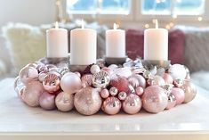 An Advent wreath made of Christmas balls is very easy to make yourself!, : An Advent wreath made of Christmas balls is very easy to make yourself! Christmas Advent Wreath, Easy Christmas Decorations, Christmas Mood, Gold Christmas, Christmas Balls, Simple Christmas, Christmas Crafts, Christmas Wonderland, Decoration Table