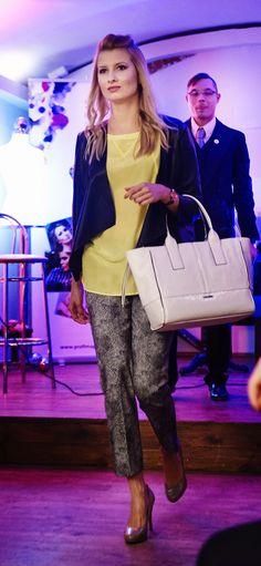 Mieliśmy przyjemność być partnerem miłego kobiecego wydarzenia Stylowy Dzień Kobiet. Na zdjęciu shoipper z wiosennej kolekcji Calvin Klein Jeans w kolorze białym. Dostępny w Butiku Multicase lok. 1.50 , 1 piętro w Centrum Handlowym Atrium Promenada Stroje: Madonna Fashion Collection ul. Poznańska 53 Foto: Cenna Chwila Photography Macin Ciepieniak Miejsce: ARCH&tektura ul. Koszykowa 55 Organizator: Profimage Studio #Multicase #calvinklein #bags #fashion #pokazmody #torebki