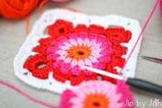 New Granny Square including link to pattern (by Haakkamer 7) and yarn colors in blogpost Jip by Jan