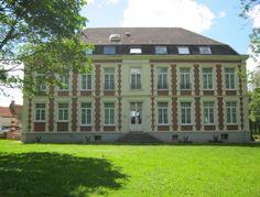Bienvenue au Château de Moulin le Comte (chambres et tables d'hôtes). à Aire-Sur-La-Lys. Dans le hameau de « Moulin-le-Comte » dans le Pas de Calais.
