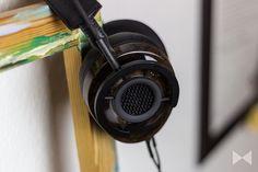Vom Kabel-Spezialisten, zum Zubehör-Anbieter, zum Kopfhörer-Produzenten: Wir haben den halboffenen Over-Ear-Kopfhörer Audioquest Nighthawk im Test. http://www.modernhifi.de/audioquest-nighthawk-test/