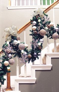 How to Decorate Garland on a Staircase Christmas staircase garland in a champagne and gray or silver color scheme with many textures - monochromatic Rose Gold Christmas Decorations, Diy Christmas Garland, Colorful Christmas Tree, Christmas Tree Decorations, Holiday Wreaths, Christmas Christmas, Christmas Tree Colour Scheme, Primitive Snowmen, Primitive Crafts