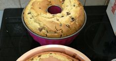 Το κέικ είναιένα από τα πιο εύκολα γλυκά που μπορείτε να φτιάξετε στο σπίτι! Από παιδί θυμάμαι τη μητέρα μου στον πάγκο της κου... Cakes, Breakfast, Food, Morning Coffee, Food Cakes, Eten, Pastries, Torte, Cookies