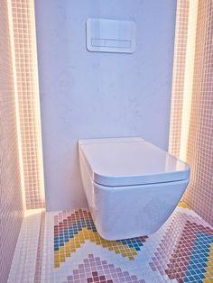 Un baño que despierta los sentidos - Nuevo Estilo Casa Decor 2017, Mosaic Floors, Toilet, Flooring, Bathroom, Ideas, Home, Floor Design, Yurts