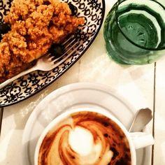 Per cominciare bene la giornata: cappuccino con latte di soia e cremble di mele e mirtilli. Questa si che è una signora colazione! #riadroofgarden #mybreakfast #milanosguardinediti #milanolovers #milanoinsight #milanodavedere #milanostateofmind by milano_sguardi_inediti