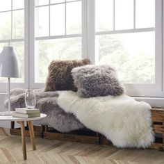 Flauschig weiches Schaffell in Weiß - macht Ihr Zuhause gemütlich