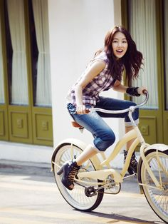 Yoon Eun Hye for Basic House China Summer 2010 Catalogue Yoon Eun Hye, Korean Beauty, Asian Beauty, Blue And White Jeans, Cute Asian Fashion, Bicycle Girl, Bike Style, Korean Actresses, Korean Actors