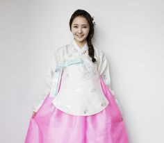 DalShabet WooHee in Korean Traditional Cloth 'Hanbok'