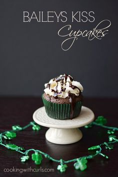 Baileys Kiss Cupcakes with Baileys Buttercream and Chocolate Ganache are amazingly delicious any time of year, not just for St. No Bake Desserts, Just Desserts, Delicious Desserts, Yummy Food, Cupcake Recipes, Baking Recipes, Dessert Recipes, Cupcake Ideas, Mini Cakes