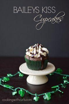 BAILEYS Kiss Cupcakes with BAILEYS Buttercream   cookingwithcurls   #stpatricksday #baileys #cupcakes