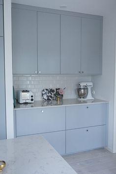 Bilderesultat for ikea veddinge grå Ikea Kitchen Interior, Ikea Hack, New Kitchen, New Homes, Kitchen Cabinets, Interior Design, Future House, Kitchens, Laundry